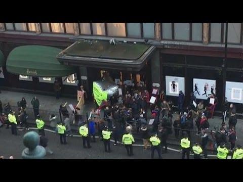 Λονδίνο: Συγκέντρωση διαμαρτυρίας των εργαζομένων στα Harrods