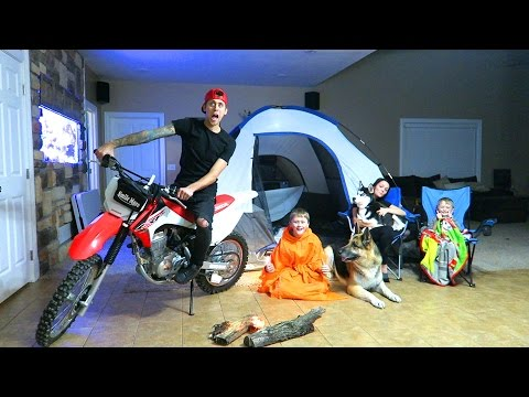 CRAZY INDOOR CAMPOUT!! (видео)