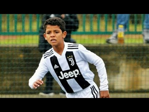 Cristiano Ronaldo JR. Football Plays: Skills, Goals, Freekick & Tricks - Thời lượng: 10 phút.