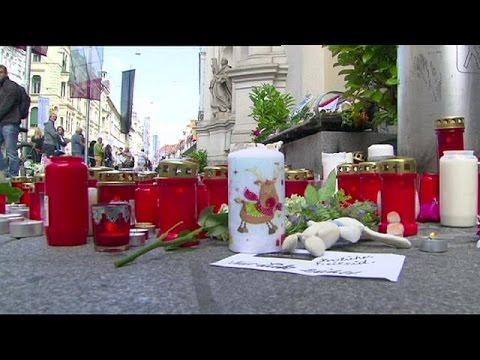 Αυστρία: Λουλούδια και κεριά για τα θύματα
