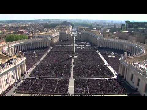 Raw More Than 100000 Gather for Easter Sunday
