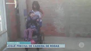 Família faz campanha para comprar cadeira de rodas para adolescente