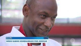 Mario Sabino é homenageado por judocas em Bauru
