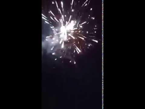 Színpompás tűzijáték