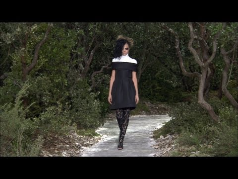 Chanel - More on http://www.chanel-news.com Film of the CHANEL Spring-Summer 2013 Haute Couture show that took place on January 22nd at the Grand Palais, Paris. Sound...