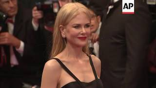 Nonton Nicole Kidman gets emotional on Cannes red carpet after 'The Killing of a Sacred Deer' premiere Film Subtitle Indonesia Streaming Movie Download