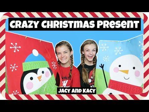 Crazy Christmas Present Challenge ~ Jacy and Kacy (видео)
