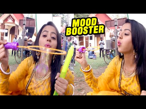 Fun On Sets Of Swaragini: Swara Plays With A Bubbl
