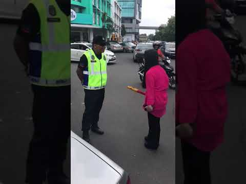 Chinese Girl Fight With Malaysian Police