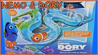 FINDING DORY Marine Life Institute Water Playset with Swigglefish