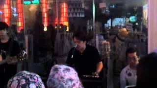 Hongdae street performer singing Taeyang big rnb hit - Eyes, nose, lip.