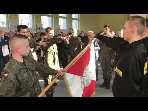 Wideo1: Ślubowanie kadetów w ZS nr 4 w Lesznie