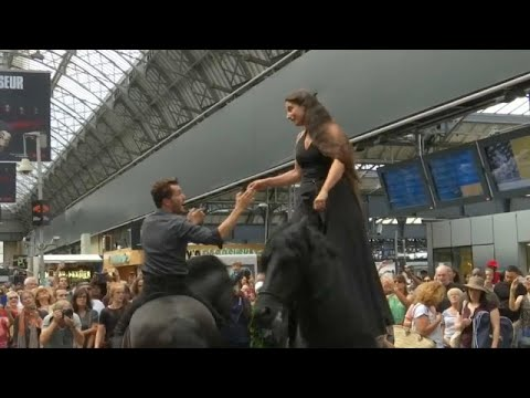 Άλογα σε…σιδηροδρομικό σταθμό του Παρισιού!
