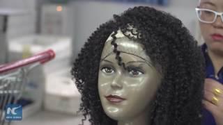بالفيديو.. تعرف على مراحل تصنيع «الباروكة» فى الصين