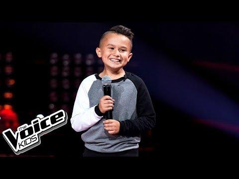 10-latek wychodzi na scenę The Voice Kids. Jurorzy popłakali się, słysząc jego głos