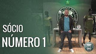 Leonardo Foltran foi o primeiro coxa-branca a garantir o novo manto alviverde na pré-venda da Coritiba Store!Adquira a sua camisa 3 aqui: https://goo.gl/bP541a