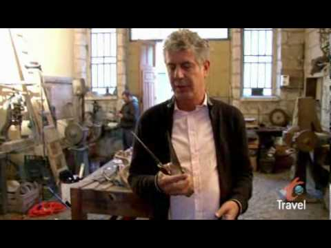 "Anthony Bourdain visits the little village of Pattada in Sardinia. He witnesses the making of a ""Resolza"", a typical sardinian shepherds knife, by Salvatore Fogarizzu.