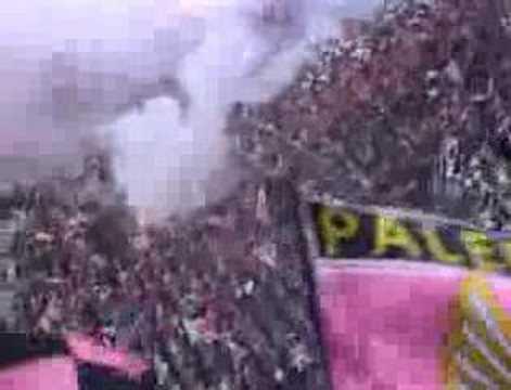Ingreso de la escuadra del Palermo al estadio Renzo Barbera