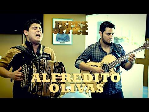 ALFREDITO OLIVAS VISITA PEPE'S OFFICE - Thumbnail