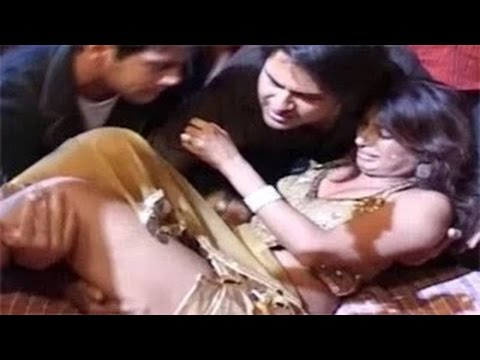 Download Bollywood MOST FUNNY & EMBARRASSING Moments | Bollywood Most EMBARRASSING Moments 2015 HD Mp4 3GP Video and MP3