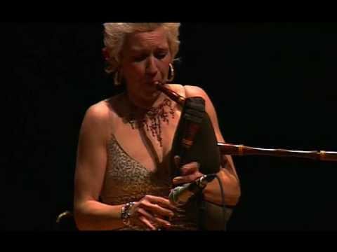 Carling - Gunhild Carling. Live vitruosity, playing several instruments, dancing, singing and juggling with instruments. A film by David Ojeda.