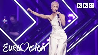 "Video SuRie carries on after stage invasion - ""Storm"" Live 