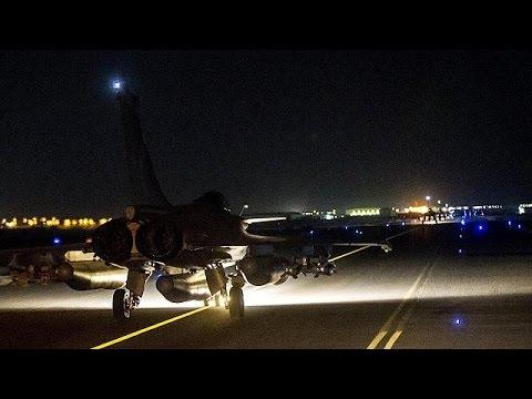 Γαλλικά μαχητικά «σφυροκοπούν» το προπύργιο των τζιχαντιστών στη Συρία