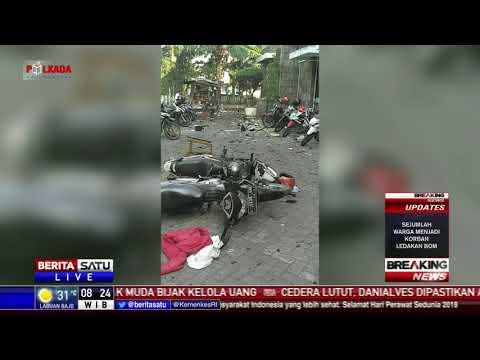 Petugas Gabungan Mengevakuasi Korban Ledakan Gereja Surabaya