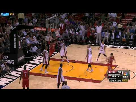 Dwight Howard slams home the Ariza miss