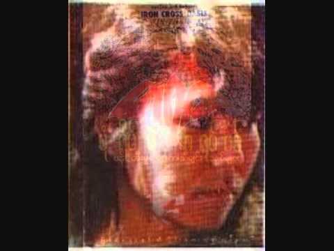 ဆင္ၿမီးလက္စြပ္ေလး ေရး/ဆို မာရဇၨ ၁၉၉၃:  သံစဥ္/စာသား ဖြဲ႕ဆို - မာရဇၨေတးစု - ပံုရိပ္မဲ့ ဂရပ္ဖစ္ (၁၉၉၃) (ဖန္တီးမႈ ေရာ့ခ္ သီခ်င္းသစ္မ်ား) (မာရဇၨ ၏ ပထမဦးဆံုး ေတးစု)ေတးဂီတ - Iron Cross (သူရဲေကာင္းေလးမ်ား)ဂီတမႉး - ေစာဘြဲ႕မွဴးအသံဖမ္း - တိုနီ (လင္း)စီစဥ္သူ - ေမာင္ေဇာ္သစ္ျဖန္႔ခ်ီေရး - ႏွင္းဆီလိႈင္း ေတးထုတ္လုပ္ေရးIron Cross (သူရဲေကာင္းေလးမ်ား) ေတးဂီတ အဖြဲ႕: Guitars: ေစာဘြဲ႕မွဴး ၊ ခ်စ္စမ္းေမာင္ | Bass: ခင္ေမာင္သန္႔ | Keyboard: ဗညားႏိုင္ | Drums: ခရမ္း | Manager: ကိုကိုလြင္Credit and Warning MessagesAudio: Credit with Big Thanks to Ko Min Han.Cassette Tape Cover: Credit with Big Thanks to Ko Min Khant.Song Book Cover: Credit with Big Thanks to Ko Win Thein Aye (Poe Thar).Marriza's Photo: Credit with Big Thanks to Mr. Fashion Magazine.Disclaimer: I do not own the rights to this song and any material of the contents of this music video.Copyright @ Song Writer/Singer: Marriza and Other Rightful Owner(s).No Copyright Infringement Intended.This is