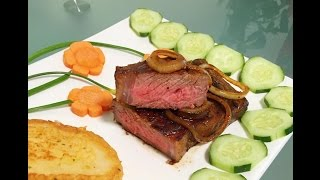 Ingredients:beef steakMontreal steak seasoningcooking oilonion