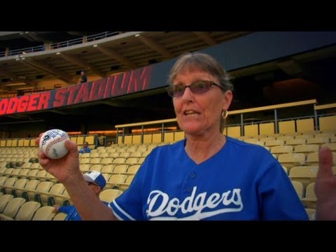 WSH@LAD: Ethier surprises fan with first pitch_Baseball, MLB. Major League Baseball best videos. Sport of USA, MLB