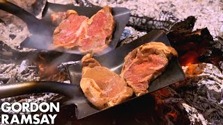 Video Gordon Ramsay Cooks Steak On A Shovel MP3, 3GP, MP4, WEBM, AVI, FLV Oktober 2018