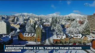 Uma forte nevasca mantém fechado, desde o fim de semana, o aeroporto de Bariloche, na Argentina. Cerca de 3 mil passageiros, entre eles muitos brasileiros, estão presos na cidade.