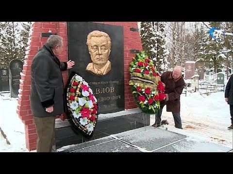 Ветераны и молодежь возложили цветы к могиле Якова Федотовича Павлова