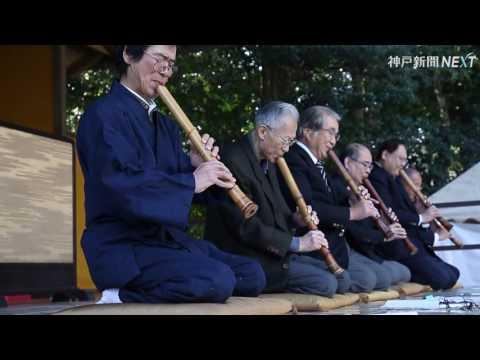 境内に響く尺八「吹き初め」 西宮・越木岩神社
