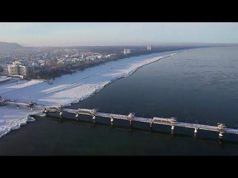 Eiskalte Brandung: Kältewelle lässt polnische Küste gefrieren