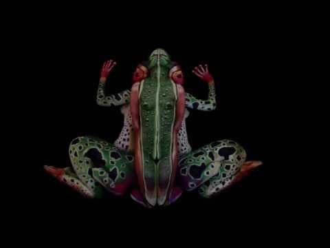 牠真的是一隻青蛙嗎?!再看清楚一點…..