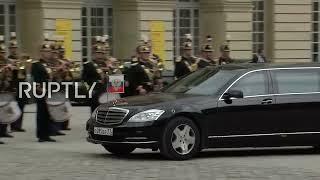 Video LIVE: Putin and Macron meet in Versailles: arrivals MP3, 3GP, MP4, WEBM, AVI, FLV Mei 2017