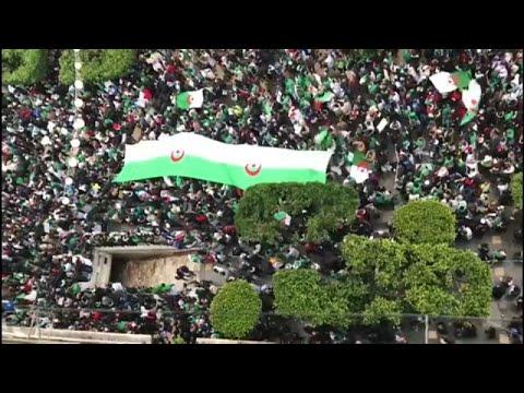 «Παραιτήσου Μπουτεφλίκα» φωνάζουν οι διαδηλωτές