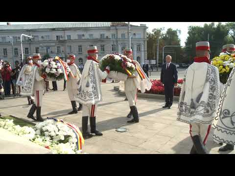 Президент Республики Молдова возложил цветы к памятнику Штефану Великому и Святому в честь Дня Независимости