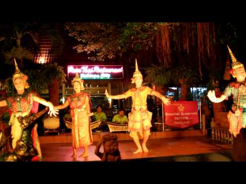 Thai Dance at Ruen Thai Restaurant in Pattaya, Thailand