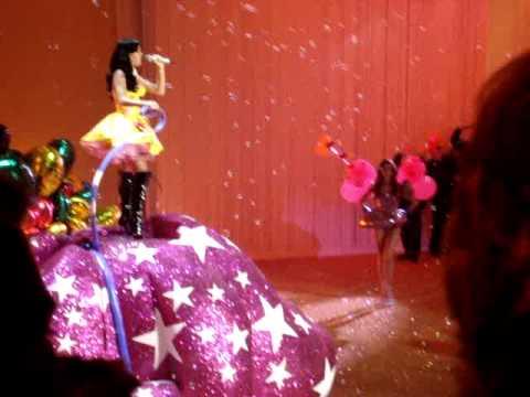 Victoria Secret Fashion Show 2010 in NY Katy Perry