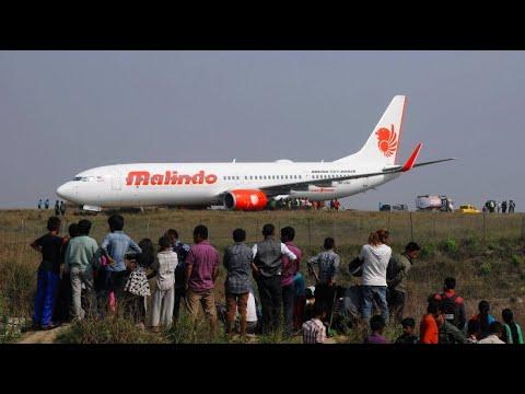 Nepal: Flugzeug kommt von Startbahn ab
