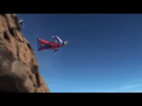Kinh hoàng - Nhảy dù từ đỉnh núi
