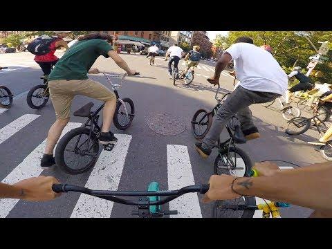 BMX BIKE RIDERS RACE THROUGHOUT MANHATTAN  FOR CASH! (видео)