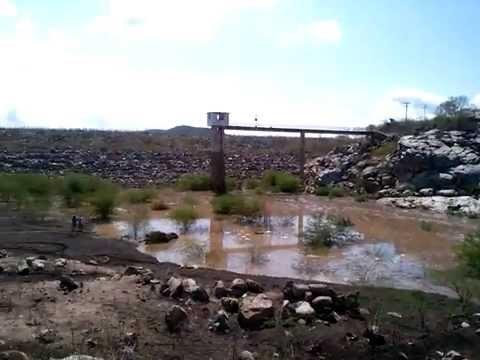 Barragem de Poço Fundo acumulando água, e o canto da Natureza flui em torno da barragem...