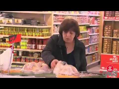 alette di pollo confezionato si muovono davanti ai clienti del negozio!