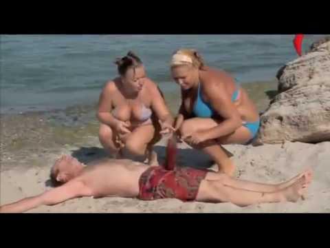 Śmieszny filmik na plaży