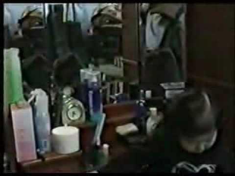 女童鏡子前梳妝打扮 下一秒竟出現超可怕畫面
